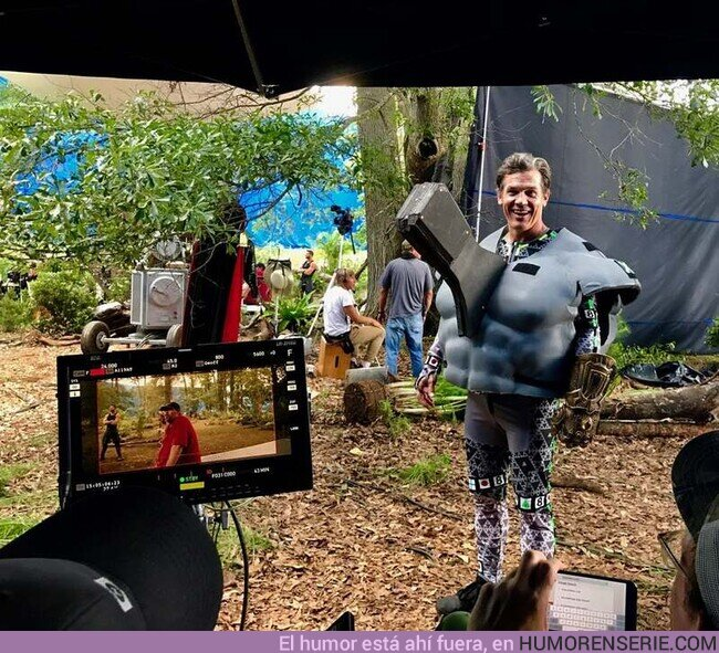 50538 - Fotaza de Josh Brolin para rodar la escena de Vengadores: Infinity War donde recibe el hachazo de Thor