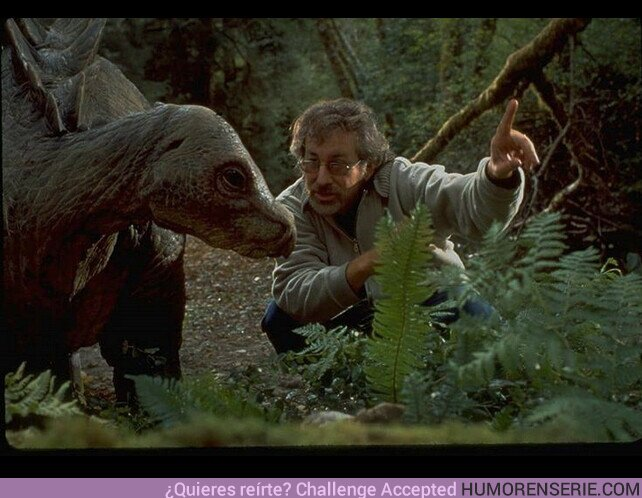 51757 - Cuando te sientas mal por hablarle a tu gato o perro, recuerda que Steven Spielberg le habló a un dinosaurio