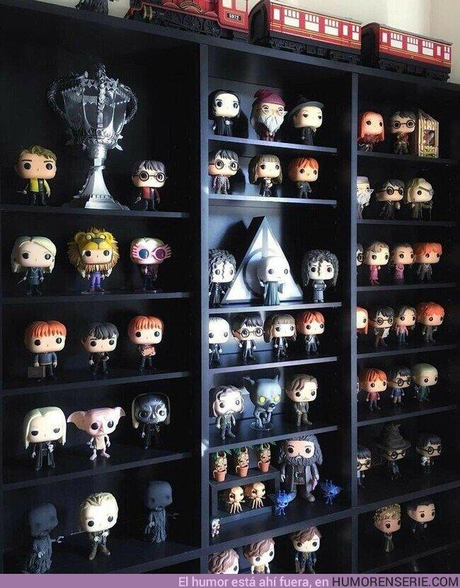 52135 - Una estantería así es lo que todo potterhead necesita , por @Harry_Potter_TM