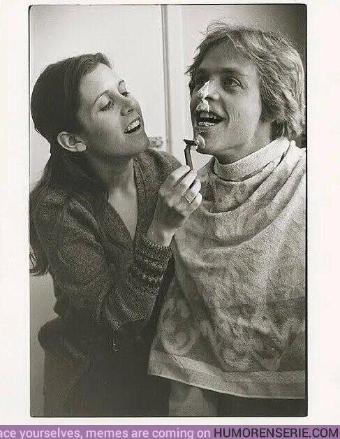 54233 - Leia enseñándole a Luke a afeitarse