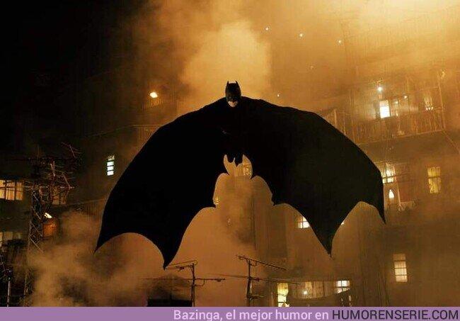 """55955 - """"- ¿Por qué murciélagos?- Porque me asustan. Quiero que mis enemigos compartan mi miedo."""""""