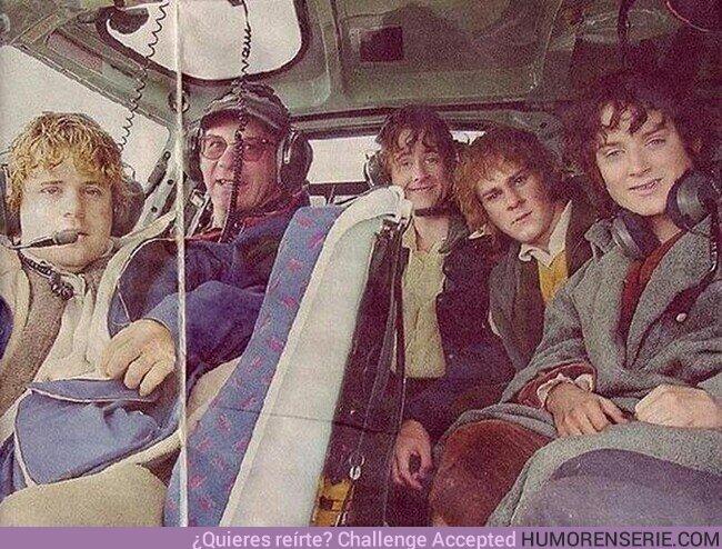 57480 - Los hobbits, listos para un viaje en helicóptero hacia el lugar de rodaje.La Comunidad del Anillo (2001)