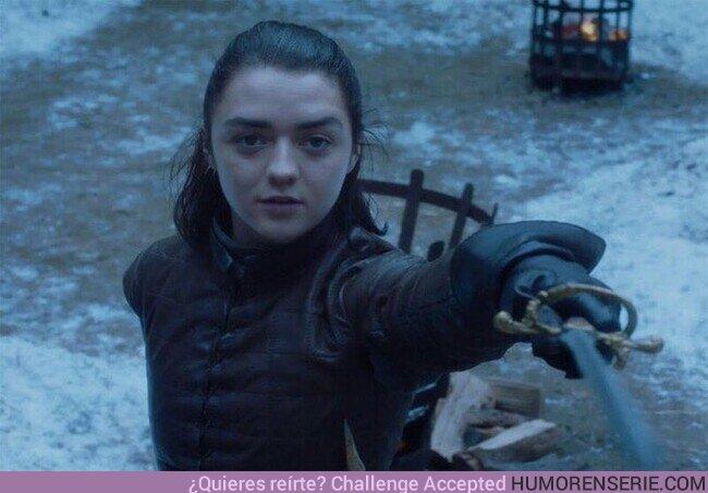 58629 - Maisie Williams es diestra en la vida real, pero aprendió a usar la espada con la mano izquierda para ser fiel a la obra, ya que Arya Stark es zurda en los libros.