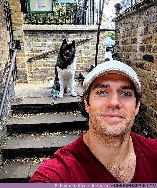 61431 - ¡Henry Cavill y su mejor amigo Kal, te desean un muy buen miércoles!