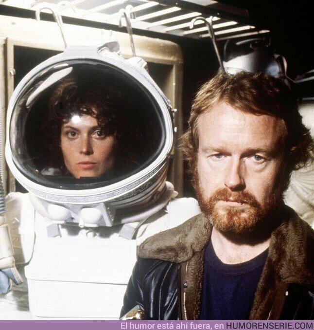 62136 - Sigourney Weaver y Ridley Scott en el set de Alien (1979)