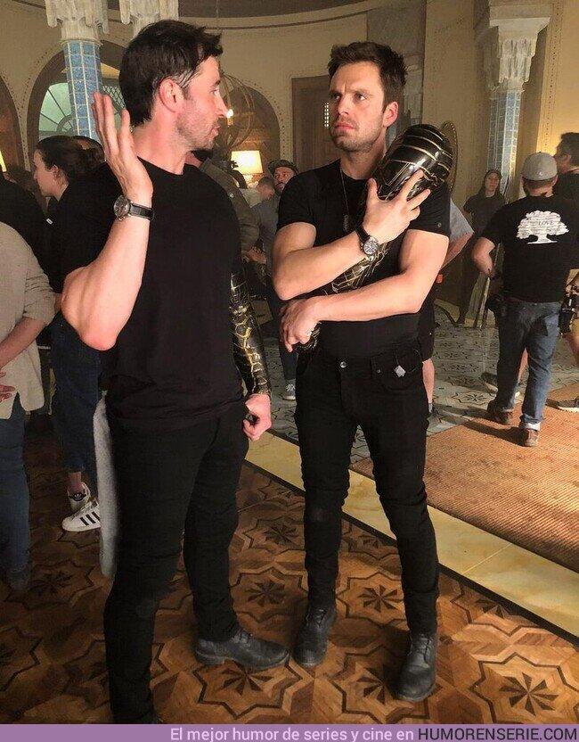 71132 - Sebastian Stan enamorado de su brazo de Soldado de Invierno