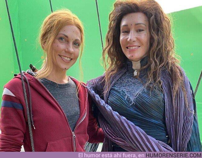 74809 - Un saludo de las dobles de Elizabeth Olsen y Kathryn Hann en WandaVision