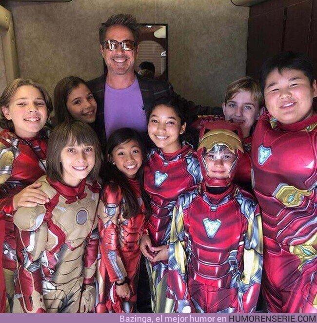 79539 - Robert Downey Jr con algunos fans de Iron Man