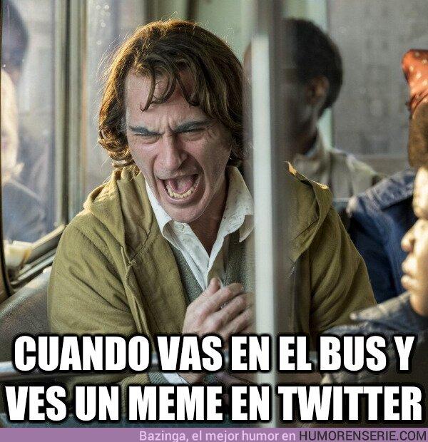 81972 - Cuando vas en el bus y ves un meme en twitter, por @LaVacaQueRiee