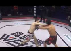 Enlace a El KO más rapido y deshonesto de la historia del MMA