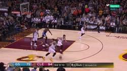 Enlace a El mate de LeBron James en las finales de NBA que ha maravillado al Mundo