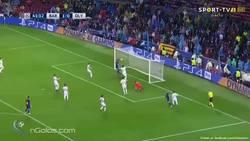 Enlace a Vídeo: Así fue la expulsión de Piqué por marcar con la mano