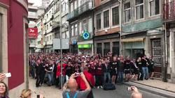 Enlace a Fans del Leipzig en Porto después de la derrota