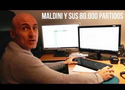 Enlace a Entrevistan a Maldini y nos enseña su colección de fútbol. Espectacular.