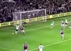 Enlace a Hoy, en árbitros locos, Mike Dean, de la Premier League