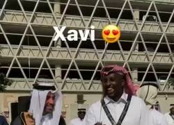 Enlace a A Xavi ya le han dado una arma para cortar el césped en Qatar