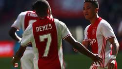 Enlace a El golazo del hijo de Kluivert y los regates del nuevo Neymar, el regalo navideño del Ajax a sus seguidores