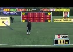 Enlace a La brutal exhibición de puntería de Messi: 82 segundos para destruir 20 paneles