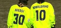 Enlace a Así jugó Messi en Stamford Bridge con 18 años. Qué barbaridad
