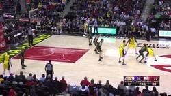 Enlace a El pase más loco (y desastroso) de la temporada en la NBA