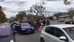 Enlace a Pillaron a Messi en su coche y casi se lo vuelcan