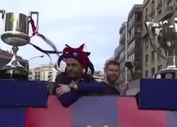Enlace a Mezcla de alegría y nostalgia, Leo Messi y Andrés Iniesta celebrando su último doblete juntos