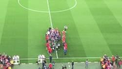 Enlace a Así fue el pasillo del staff a los jugadores del Barça tras reclamarlo Piqué. Con el Camp Nou medio vacío