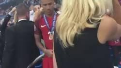 Enlace a Cuando Ferguson esperó a Nani y Cristiano para felicitarles por la Eurocopa, como un padre orgulloso