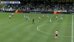 Enlace a Stijn Spierings marca el golazo en propia más surrealista de la temporada