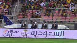 Enlace a Un avión sigue el balón a pie de campo en la final de la Copa de Arabia Saudi