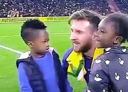 Enlace a Con Messi al lado es difícil centrarse en la cámara