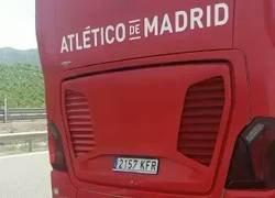 Enlace a El autobús del Atleti rescata a unos aficionados que se habían quedado tirados volviendo de la final de Lyon