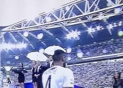 Enlace a Vídeo: A Benatia le han clavado el peor visto de la temporada