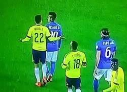 Enlace a El día que empujaron de verdad a Neymar, no se cayó