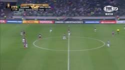 Enlace a No verás nada igual. La BOCHORNOSA actitud de Deyverson en un partido de Copa Libertadores