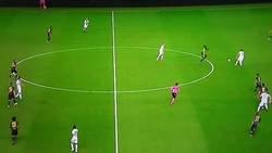 Enlace a Cristiano intentó deleitar a sus nuevos fans con una media chilena, pero... no fue lo mismo que en Champions