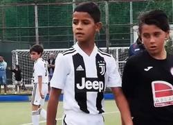 Enlace a El hijo de Cristiano ya ha marcado más goles que su padre en Italia