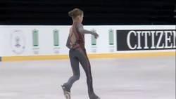 Enlace a Alexandra Trusova, Una patinadora de 14 años hace un cuádruple Lutz, una pirueta inédita