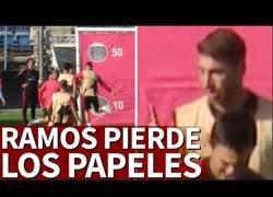 Enlace a Tensión en Valdebebas: Ramos se enfada y le tira dos balonazos a Reguilón