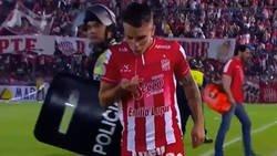 Enlace a Jugador de la liga Argentina fue sorprendido mientras se peinaba con saliva