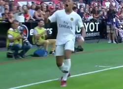 Enlace a El gol idéntico que marcaron Ronaldinho y Mbappé, con 15 años de diferencia, al mismo equipo (el Guingamp), en el mismo estadio, con equipación PSG de visitante blanca