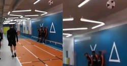 Enlace a Tremenda demostración de salto de Virgil Van Dijk