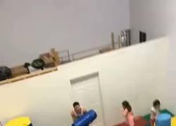 Enlace a Sergio Ramos entrenando con los chavales de la cantera