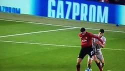Enlace a El gol de Fellaini ha sido ayudándose con la mano. No hay VAR, no les interesa. Una pena para el Valencia
