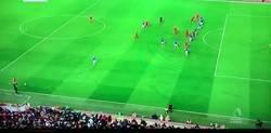 Enlace a VIDEO: Gol irreal, con el que Liverpool se quedó con el Derby de Merseyside