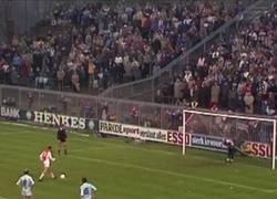 Enlace a Hoy se cumplen 36 años del penalti asistido de Cruyff
