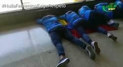 Enlace a Indignante, Campeonas femeninas de la Libertadores tuvieron que dormir en el suelo para esperar su vuelo