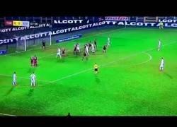 Enlace a El peor tiro de falta en la carrera de Cristiano Ronaldo, ni a córner