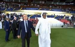 Enlace a Todo el mundo se está partiendo de la risa con esta imagen de Florentino Pérez y un árabe agarrados de la mano, por @iamjoselu