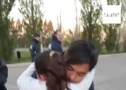 Enlace a La reacción de Gallardo al ver una nena que lloraba cuando lo vio